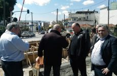 Στις εργασίες τοποθέτησης ελαστικού τάπηταο Δήμαρχος Βόλου