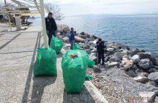 «Aλίευσαν»  σκουπίδια από το  βυθό του Παγασητικού