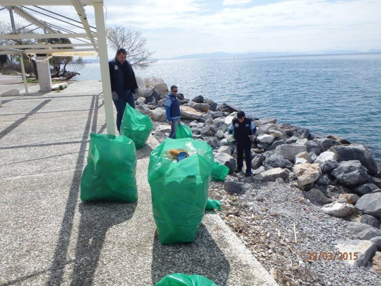 Εθελοντές καθάρισαν το πάρκο του Αναύρου