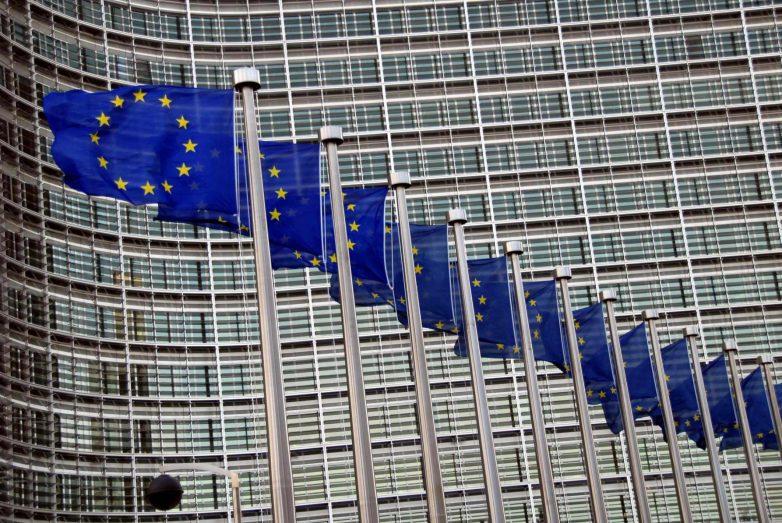 Tριετές πρόγραμμα στήριξης και σταθερότητας από τον ΕΜΣ για την Ελλάδα υπογράφει η Ευρωπαϊκή Επιτροπή