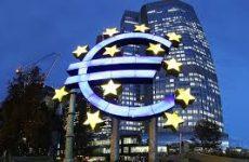 Financial Times: Η ΕΚΤ σφίγγει τη θηλιά στις ελληνικές τράπεζες