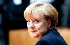 Μέρκελ: Η διαμάχη για το προσφυγικό απειλεί το ευρώ