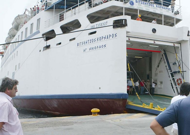Συνεχίζεται η ταλαιπωρία για τους 227 επιβάτες του «Βιτσέντζος Κορνάρος»