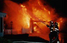 Θεσσαλονίκη: Πυροσβέστες έσωσαν γυναίκα από φλεγόμενο διαμέρισμα