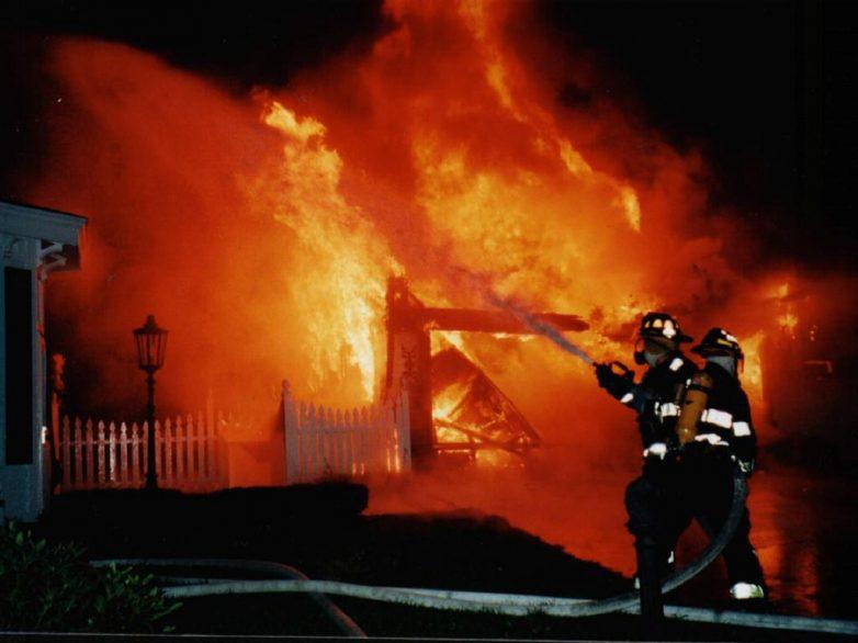 Φωτιά σε ξερά χόρτα στη Ν. Αγχίαλο
