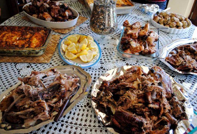 Πασχαλινό γεύμα αγάπης στους φιλοξενούμενους των Ξενώνων Αστέγων