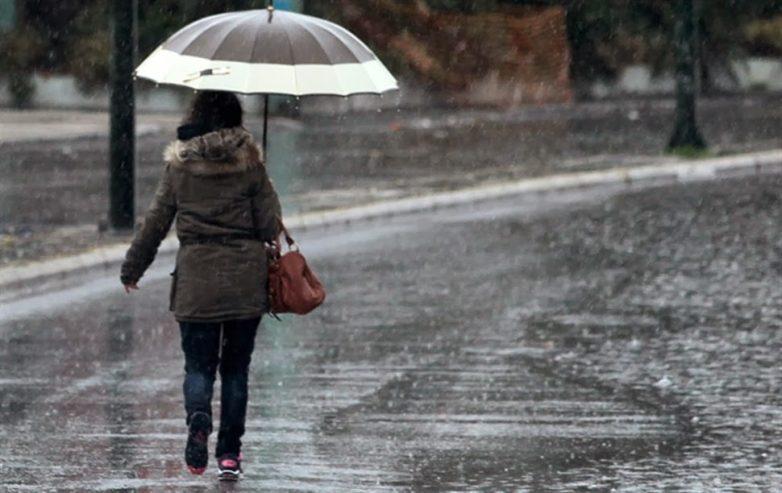 Καιρός: Βροχές και λίγα χιόνια στα ορεινά