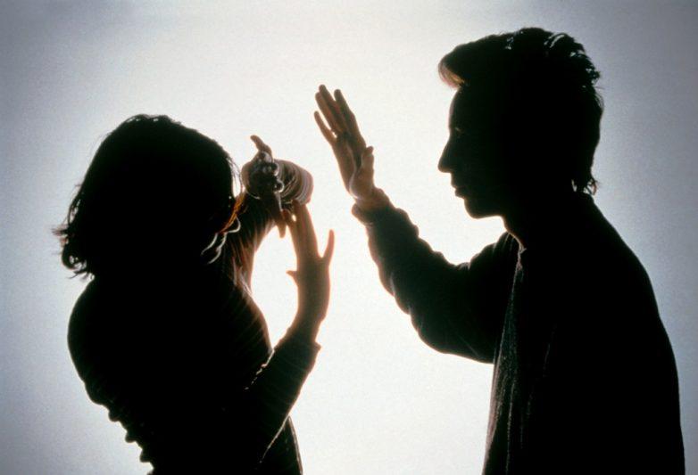 Απείλησε και χτύπησε την σύντροφό του 32χρονος στο Βόλο