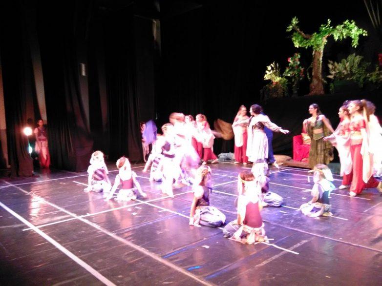 Έκλεψαν την παράσταση οι μαθητές της Δημοτικής Σχολής Χορού Βόλου