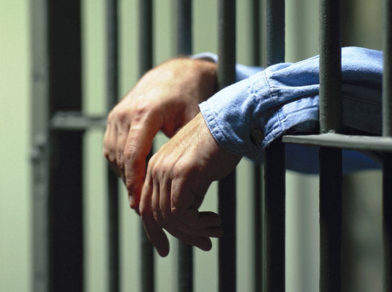 Νεαρή επιχείρησε να περάσει ναρκωτικά στο κρατητήριο