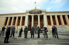 Σε αστυνομικό κλοιό το κτίριο της Πρυτανείας του ΕΚΠΑ