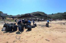 Εθελοντές καθάρισαν τις παραλίες της Σκιάθου
