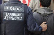 Σύλληψη 24χρονου για κλοπήκινητού