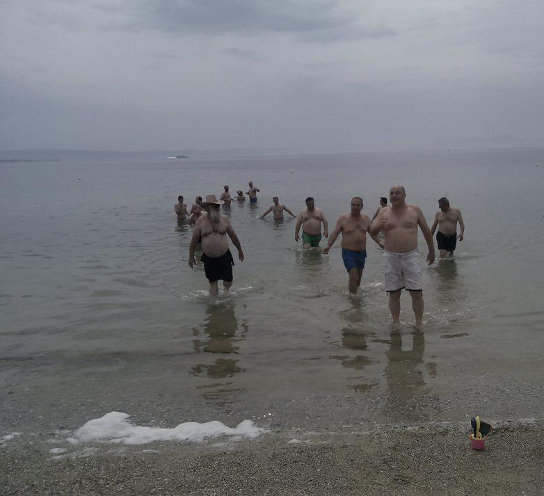 Βουτιά στη θάλασσα της Πλαζ έκανε η δημοτική αρχή Βόλου