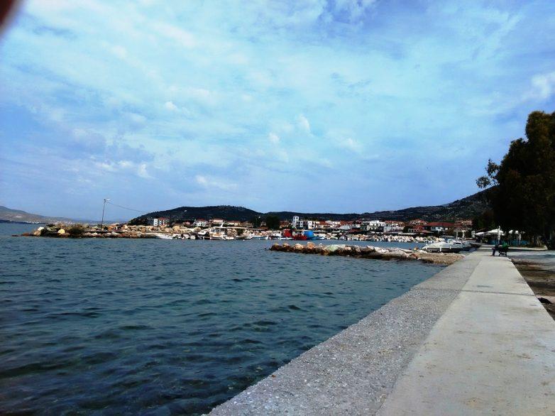 Καθαρισμός στο λιμάνι της Αγριάς