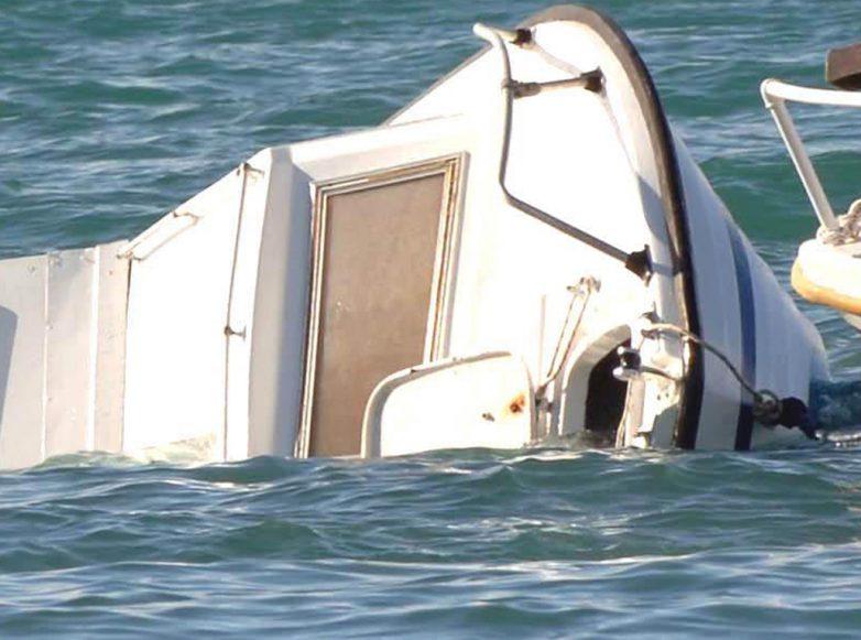 Ημιβυθισμένο σκάφος εντοπίστηκε στη Σκιάθο