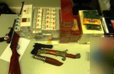 Συμμορία έκρυβε όπλα, ναρκωτικά, λαθραία τσιγάρα και ποτά!