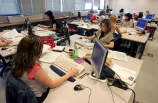 Αυξήσεις από 15 έως 180 ευρώ σε 314.000 δημοσίους υπαλλήλους