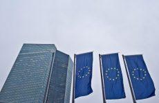 ΕΚΤ: Σήμα κινδύνου για ελληνική χρεοκοπία