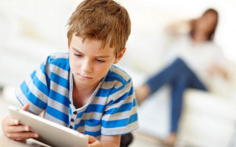 Συμβουλές προστασίας των ανήλικων που χρησιμοποιούν φορητές συσκευές