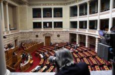 Ψηφίστηκε το νομοσχέδιο για τον εκδημοκρατισμό της δημόσιας διοίκησης