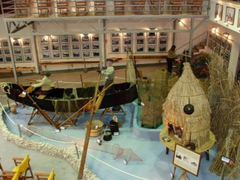 Στο μουσείο ΛΙΜΝΑΙΟΥ ΠΟΛΙΤΙΣΜΟΥ ΚΑΡΛΑΣ-ΚΕ.ΜΕ.ΒΟ.μαθητές  των  Καναλίων και Κεραμιδίου