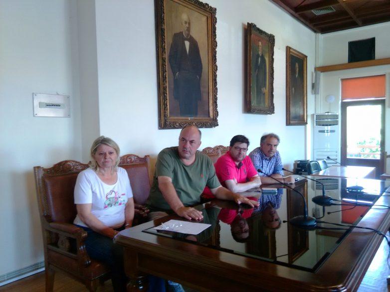 Σύσκεψη στο Δήμο Βόλου για τα τραπεζοκαθίσματα καταστημάτων