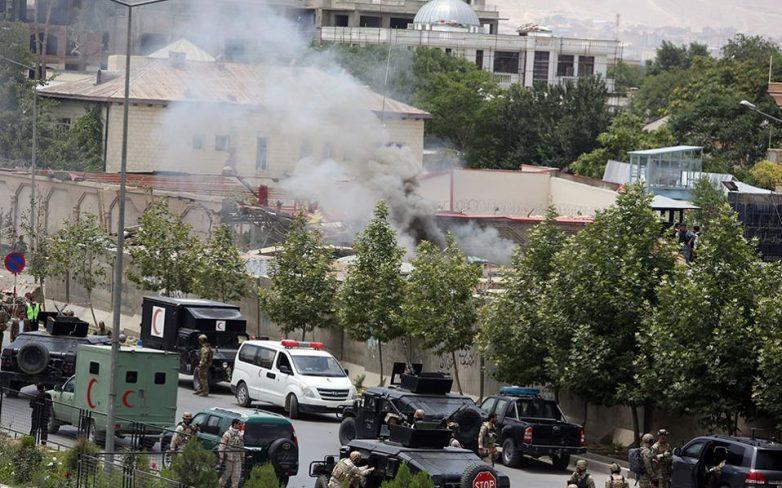 Πολύνεκρη επίθεση αυτοκτονίας στο Κοινοβούλιο του Αφγανιστάν