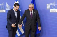 Ο Γιούνκερ δε μιλά στον Τσίπρα, ο Γκάμπριελ μιλά για Grexit