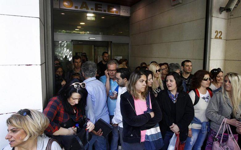Εισέβαλαν στο υπουργείο Εργασίας οι απολυμένοι του ΟΑΕΕ