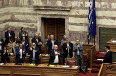 Βουλή: Εγκρίθηκε με 178 ψήφους η διεξαγωγή δημοψηφίσματος