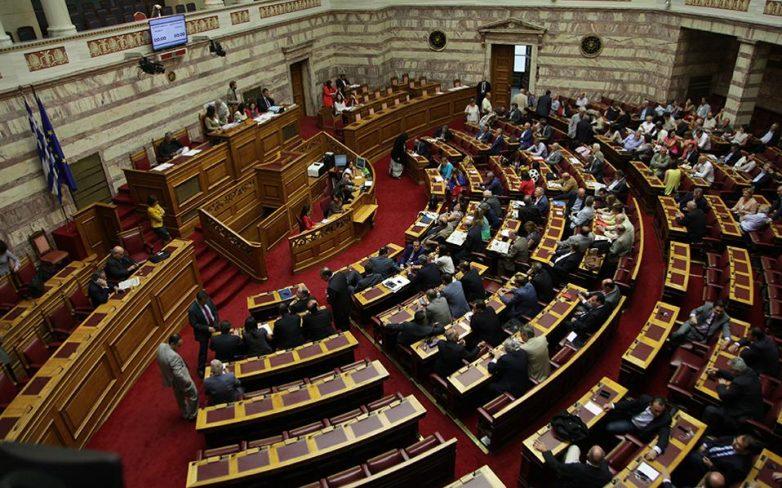 Στη Βουλή το πολυνομοσχέδιο-σκούπα