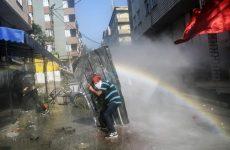 Κωνσταντινούπουλη: Νεκρός αστυνομικός σε συγκρούσεις με διαδηλωτές