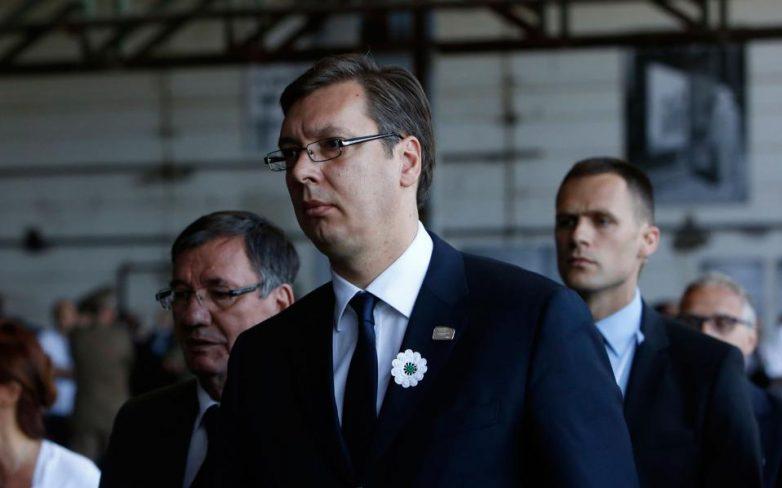 Σερβία: Επίθεση με πέτρες δέχθηκε στη Σρεμπρένιτσα ο Αλ. Βούτσιτς