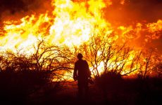 Εκκένωση κατασκηνώσεων λόγω πυρκαγιών στην Καλιφόρνια