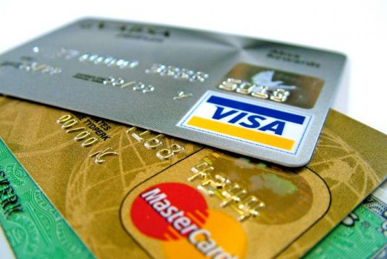 Πρόστιμα σε επιχειρήσεις που δε δέχονται κάρτες-Μεγάλη η ζήτηση για χρεωστικές