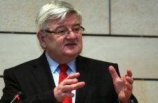 Πρώην Γερμανός ΥΠΟΙΚ «καρφώνει» Μέρκελ και Σόιμπλε για την πολιτική τους απέναντι στην Ελλάδα