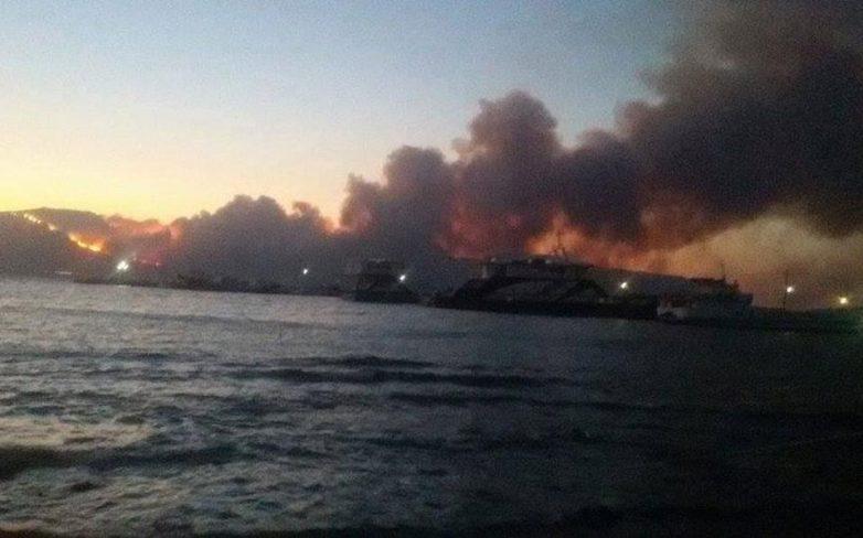 Ανεξέλεγκτη η πυρκαγιά στην Νεάπολη Λακωνίας-Αναγκαστική προσγείωση Καναντέρ