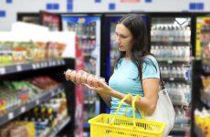 Ενώ το εισόδημα συρρικνώνεται, οι τιμές προϊόντων αντιστέκονται