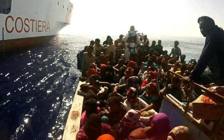 Περισσότεροι από 1.300 μετανάστες αποβιβάστηκαν στη Σικελία