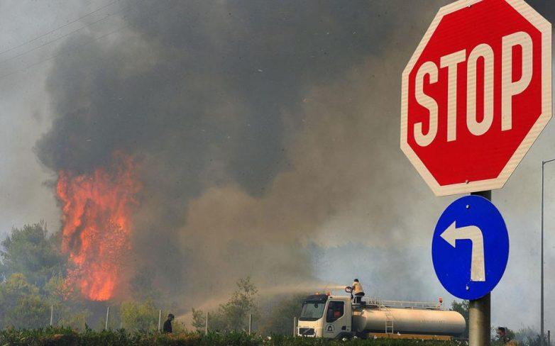 Εκτός ελέγχου οι πυρκαγιές σε Εύβοια και Ρόδο
