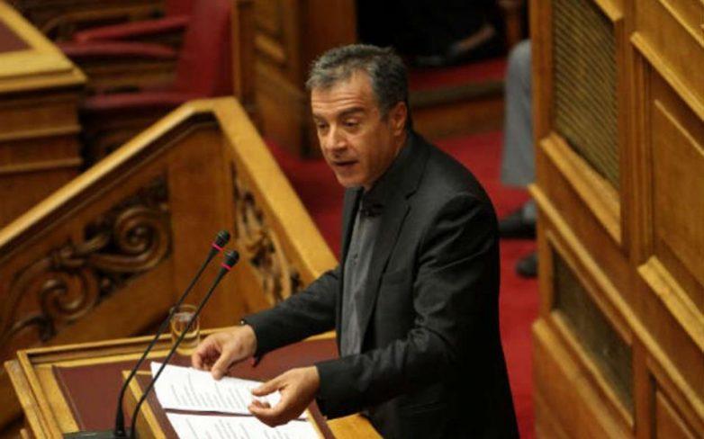 Στ. Θεοδωράκης: Ο κ. Τσίπρας πειραματίζεται με πιστούς συντρόφους και πρόθυμους κομπάρσους