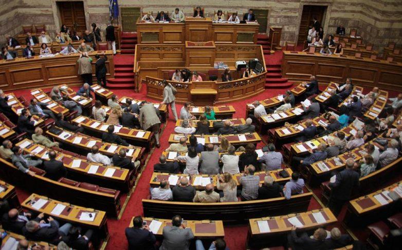 Βουλή: Υπερψηφίστηκαν με ονομαστική ψηφοφορία και τα τέσσερα άρθρα του ν/σ για την Ιθαγένεια