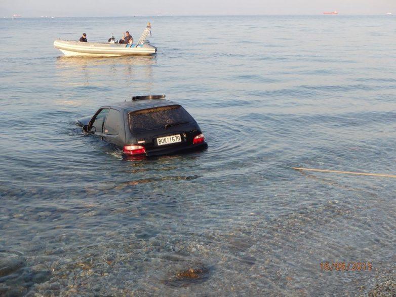 Σώος ο οδηγός αυτοκινήτου που  έπεσε στη θάλασσα στα Κάτω Λεχώνια