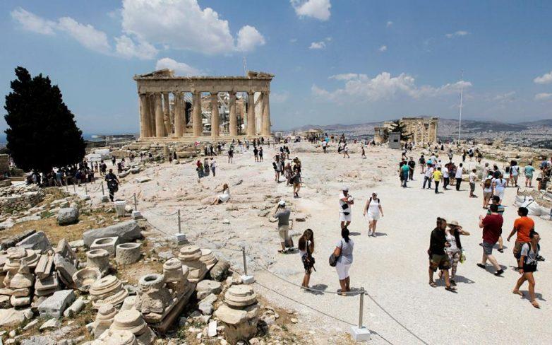Οι επιδόσεις του εξαμήνου δείχνουν νέο ρεκόρ στις αφίξεις τουριστών το 2015