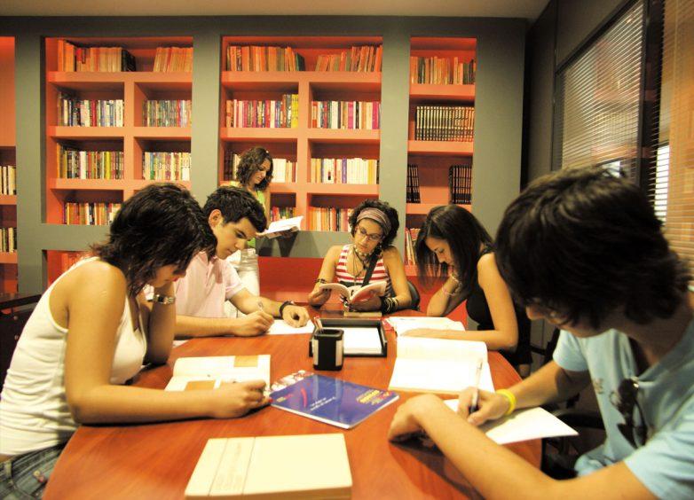 Πιέσεις Κομισιόν για άμεση άρση ΦΠΑ στην ιδιωτική εκπαίδευση