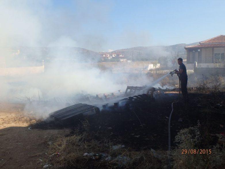 Φωτιά κατέστρεψε αποθήκη στις Αλυκές
