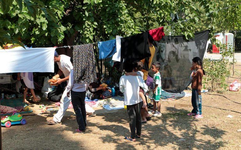 Μέχρι την ερχόμενη Τρίτη η μετεγκατάσταση των προσφύγων που ζουν στο Πεδίον του Άρεως