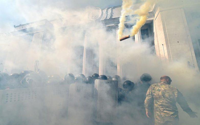 Κίεβο: Συγκρούσεις εξαιτίας της εκχώρησης αυτονομίας στις φιλορωσικές περιοχές