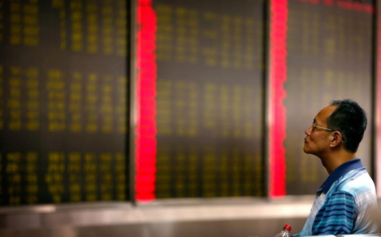 """Η Κίνα """"βυθίζει"""" τις παγκόσμιες αγορές"""